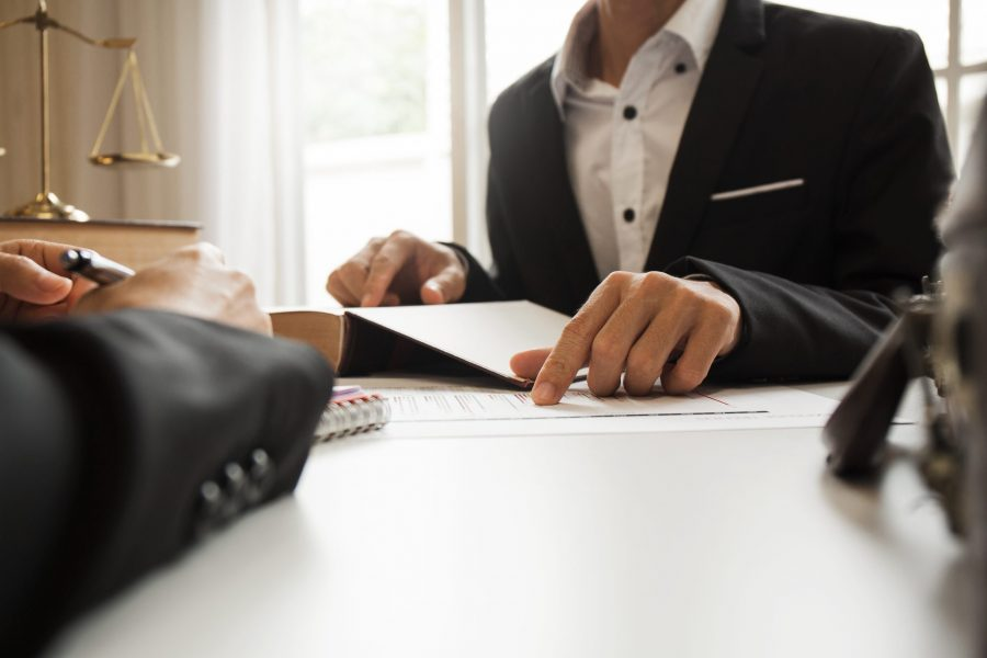 Юридическая помощь и консультационные услуги